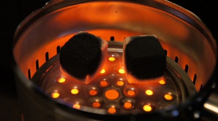 Как разжечь кальяна с помощью электрической плиты.