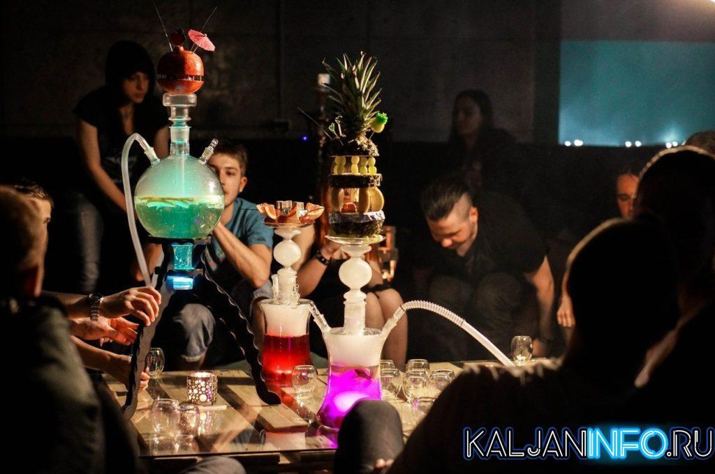 Курение кальяна – отличная возможность собрать друзей вместе и провести вечер в уютной обстановке