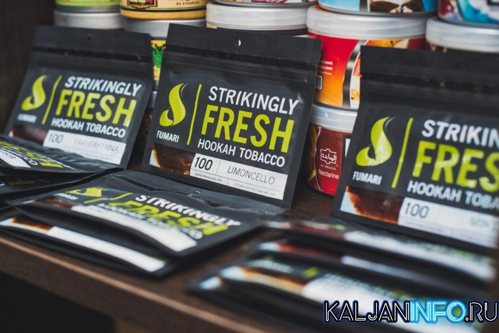 Несколько пачек табака Fumari разных вкусов.