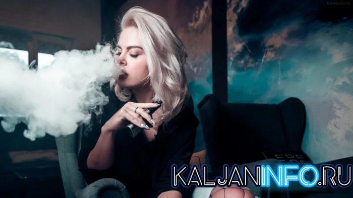 Девушка курит вейп при законе о запрете крепкой жидкости