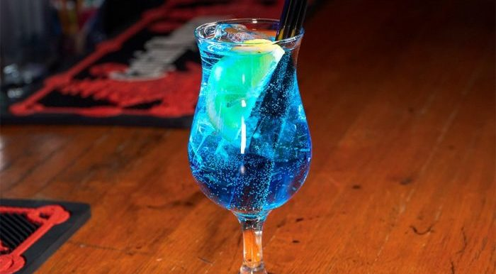 Голубая лагуна коктейль с водкой.