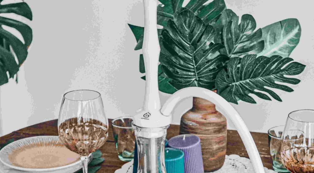 Белый кальян Euphoria Easy на столе.