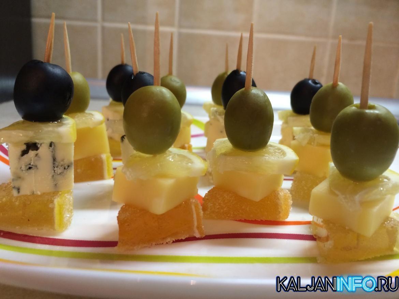 Канапе с оливками и ананасами
