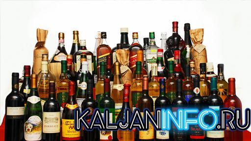 Много бутылок алкоголя